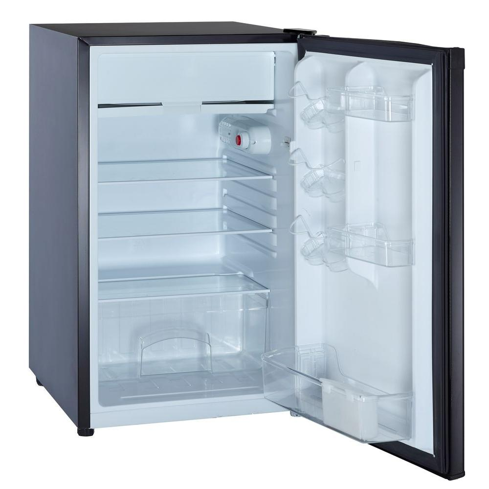 magic chef 4 4 cu ft mini refrigerator in black for sale in jamaica. Black Bedroom Furniture Sets. Home Design Ideas
